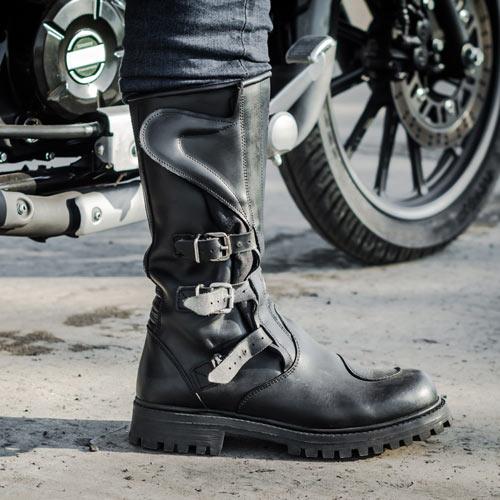 Motorradschuhe und Stiefel